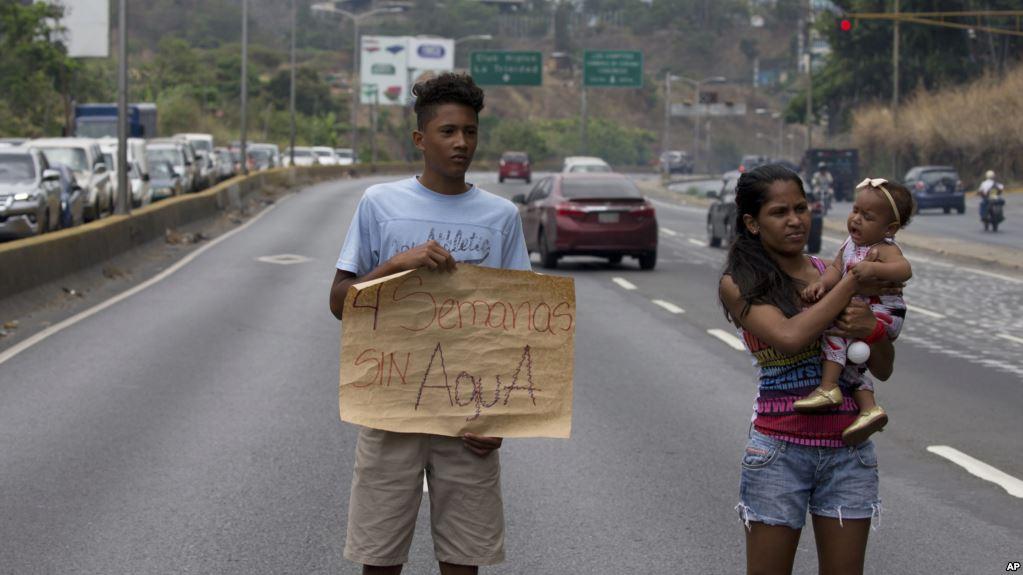 venezolanos-crisis-servicios